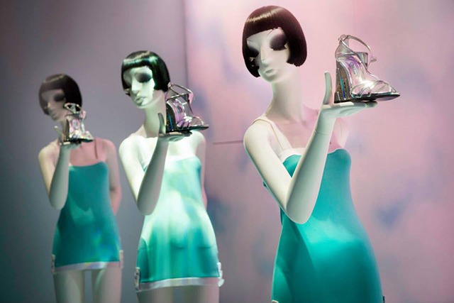 Harrods_beautiful_Shoe_Haven_window_displays21
